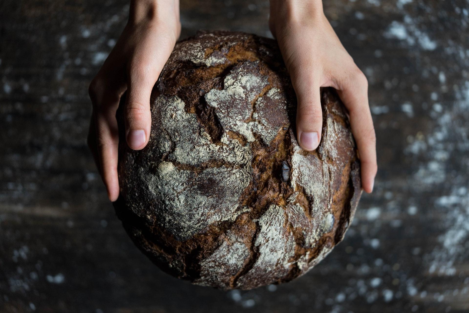 baka bröd i vedspis