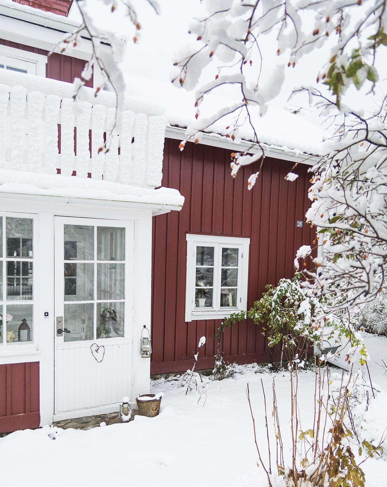 lantligt rött hus