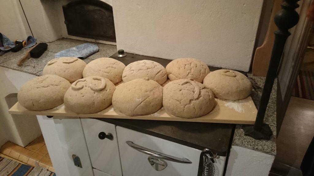 brödbakning på vedspis